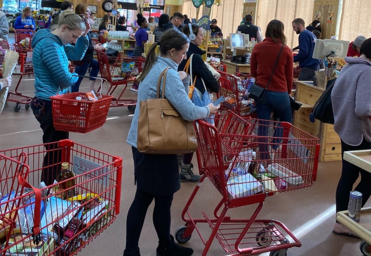 long lines at grocery stores due to coronavirus